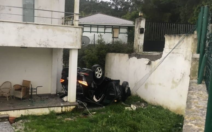 [VIDEO] Aparatoso accidente de un coche en La Loma a causa del granizo